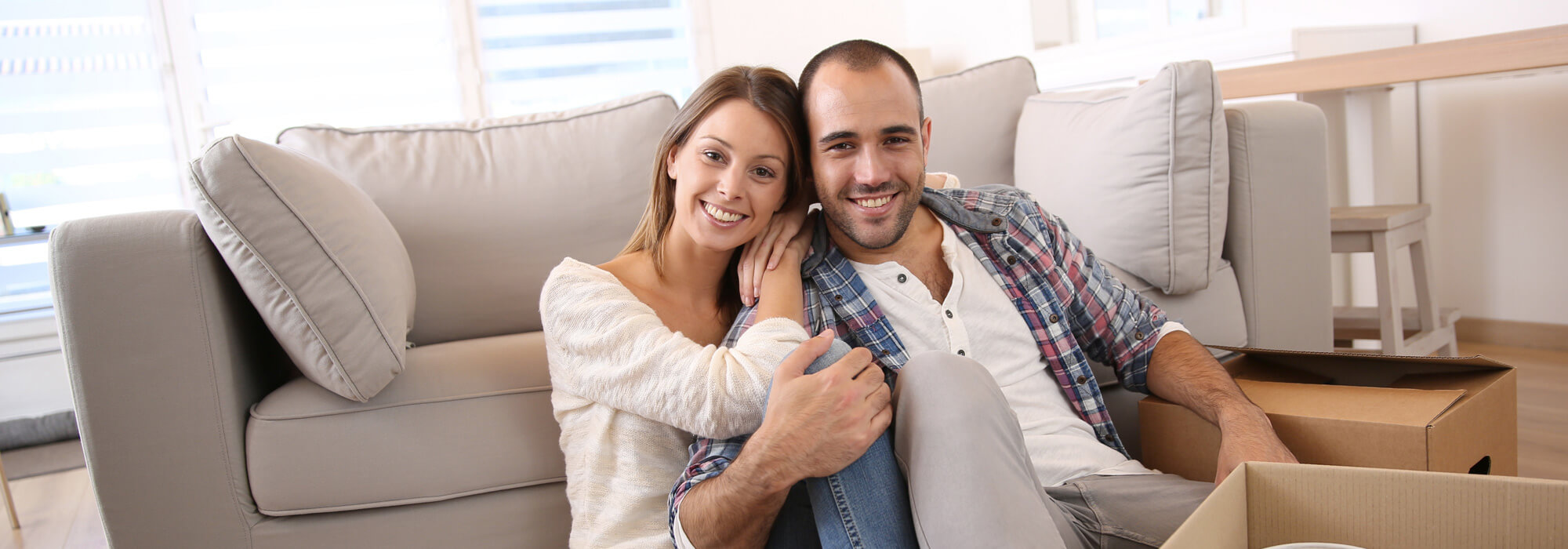 Renting Property Checklist Owner Tennant - Happy couple moving into a rented home